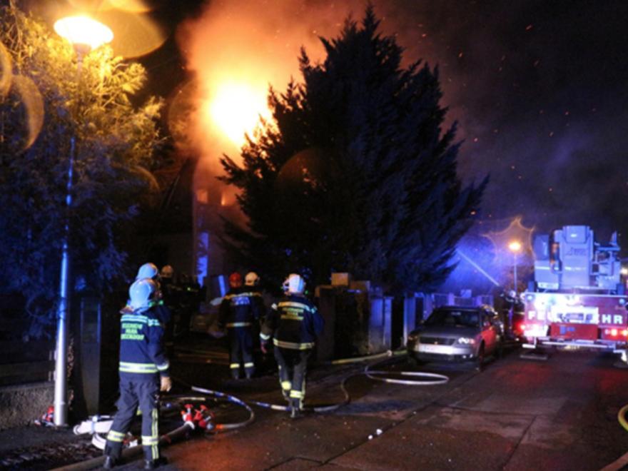 Feuer in der Zwetschkenallee, Foto: Herbert Wimmer, ff-mariaenzersdorf